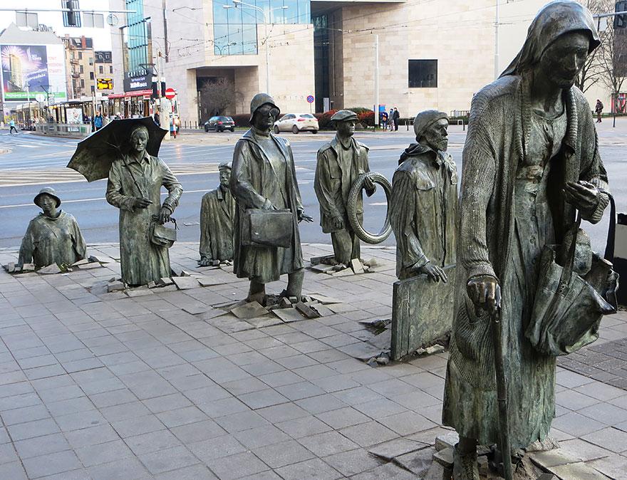 amazing-sculptures-3-57baeebe14a7a__880 - Publicitários Criativos